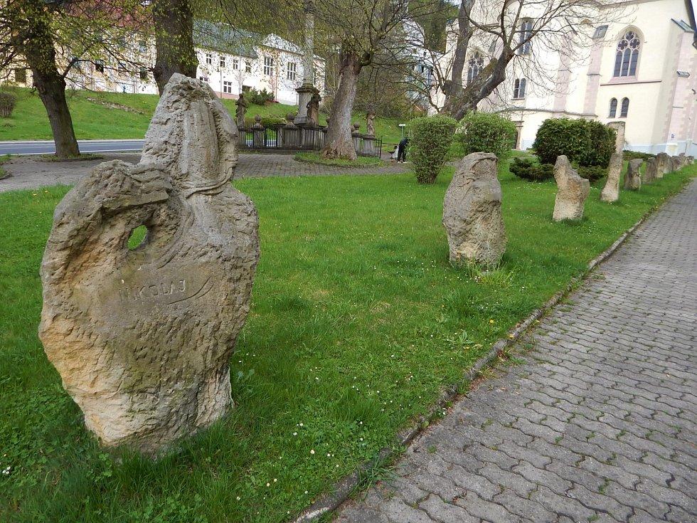 Jáchymov je lázeňské město vokrese Karlovy Vary, nedaleko hranic sNěmeckem, 7km od hraničního přechoduBoží Dar.