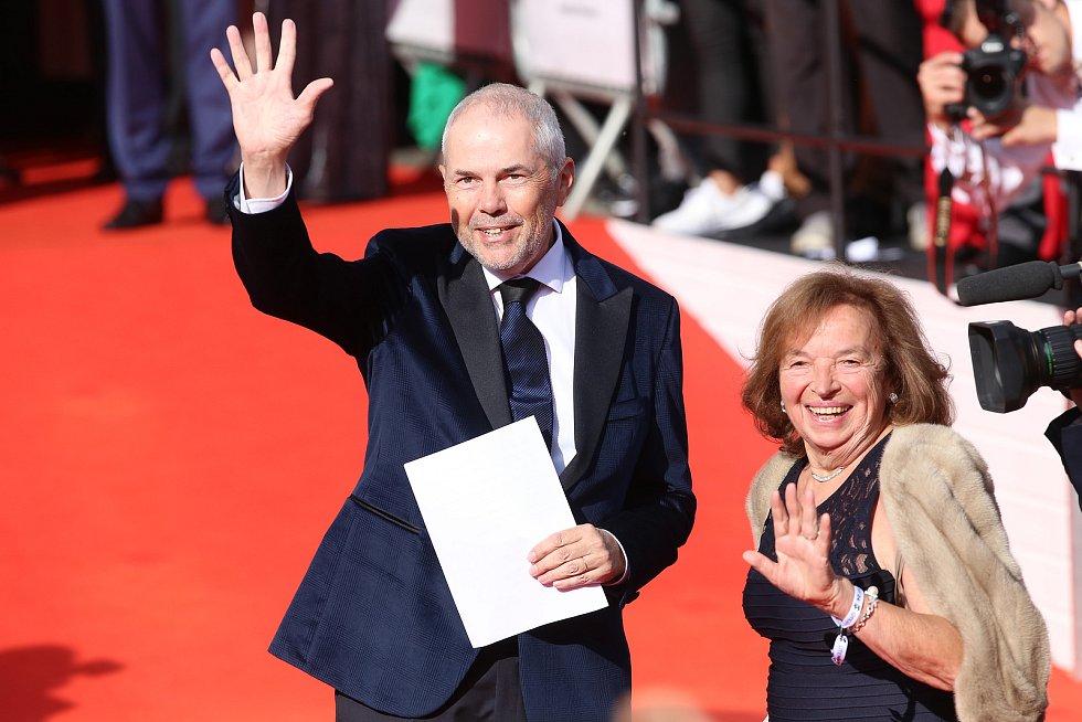 Mezinárodní filmový festival v Karlových Varech. Na snímku Marek Eben s Livií Klausovou