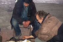 CO LIDEM VADÍ? Velmi často za problém města označují bezdomovce.