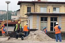 Karlovarský kraj zahájil výstavbu supermoderního pavilonu akutní medicíny v karlovarské nemocnici.