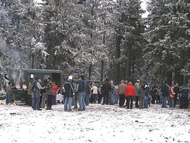 SDRUŽENÍ POKRAČUJE. Členové a příznivci občanského sdružení Pod střechou se sešli i na Nový rok.