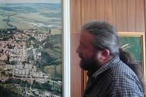 PENÍZE Z EU? Podle starosty Žlutic Jaroslava Vojty (na snímku) by i rozvoj a investice ve Žluticích vypadaly jinak, kdyby město mohlo čerpat peníze z dříve glorifikovaného ROP.