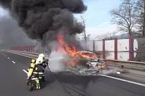 Požár automobilu u Ostrova