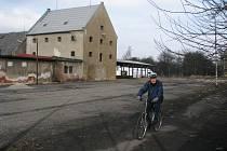 Burzu v Karlových Varech čeká stěhování do opuštěného areálu technických služeb.