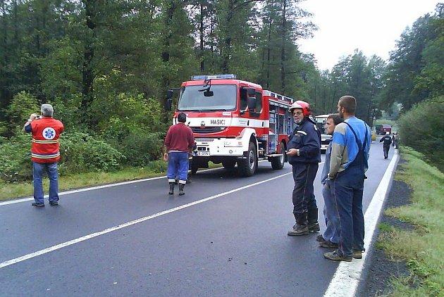 Prvním ostrým výjezdem nového vozu novorolských hasičů byl zásah u zářijové havárie sanitního vozu.