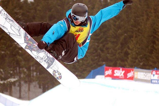 Po dva dny bojovali snowboardisté ze čtrnácti zemí Evropy na klínovecké u-rampě o body do FIS Evropského poháru