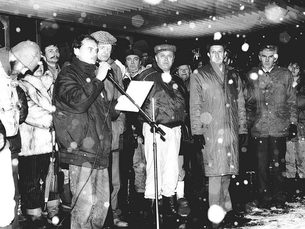 Listopad 1989 v Karlových Varech