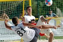 Beachsoccer. Pátý ročník mistrovství republiky v plážovém fotbale ovládne v červenci po tři dny dřenickou plovárnu.