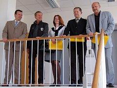 Tato pětice bude zastupovat kraj v parlamentu (zleva): Jan Bureš (ODS), Rudolf Chlad (TOP 09), Jana Suchá (LIDEM), Pavel Hojda (KSČM) a Josef Novotný (ČSSD).
