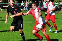 Kapitán Slavie Martin Pěkný (u míče) patří již několik sezon k nepostradatelným článkům slávistické jedenáctky.