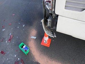na parkovišti naboural autobus
