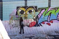 Likvidace grafity v bazénu Thermal.