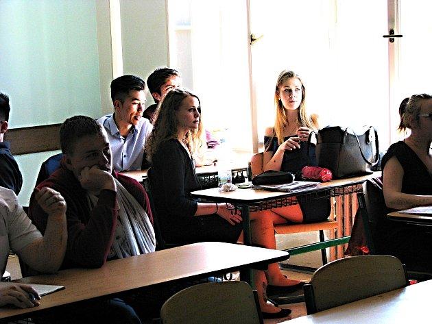 Akce probíhala formou prezentací. Ty studentům představí to nejnovější na poli česko-německé spolupráce.