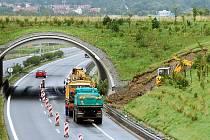 V Jenišově u Karlových Varů se sesunul svah u silnice R6.