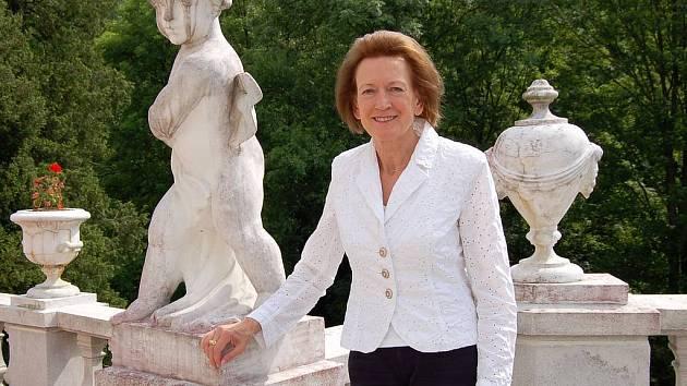Prezidentka Evropského svazu lázní Sigrun Lang na terase jáchymovského lázeňského domu Radium Palace.