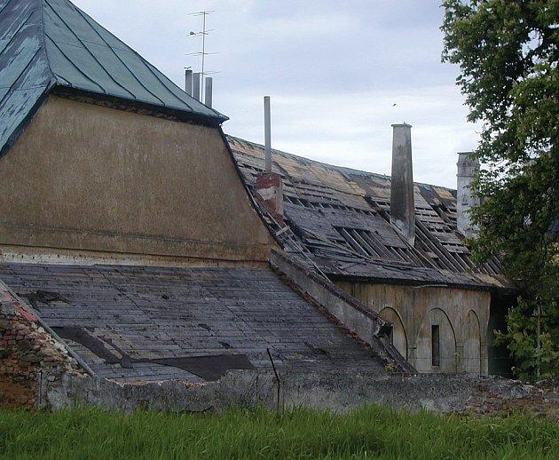 ZÁMEK OŽIJE? Jestliže se podaří vyřešit sporné otázky vlastnictví, zámek by mohl posloužit jako domov pro seniory.