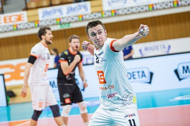 Karlovarsko zvládlo náročnou bitvu na jihu Čech, kde zvítězilo 3:1 na sety, čímž navýšilo vedení ve finálové sérii volejbalové UNIQA extraligy na 2:0 na zápasy.