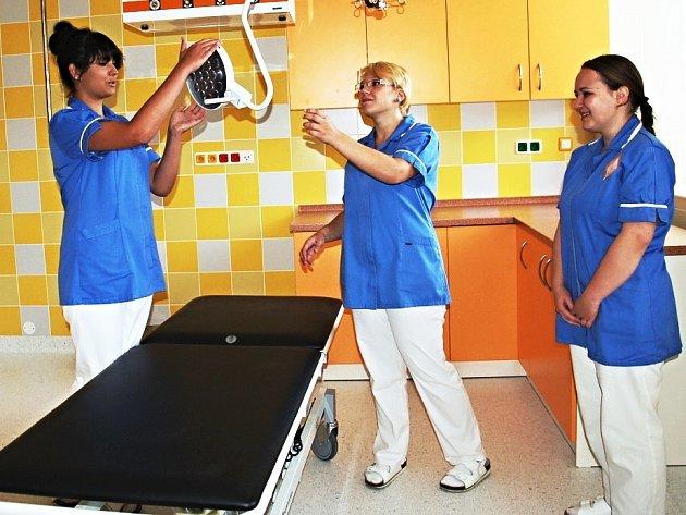 PRAVÁ POLOVINA pavilonu B chebské nemocnice je opravená již dva roky, druhá část na opravu ale stále čeká. Kraj ale slibuje, že do chebské nemocnice investuje přibližně 360 milionů korun.