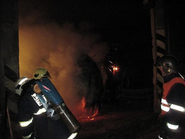 Požár seníku u Brložce poblíž Toužimi.