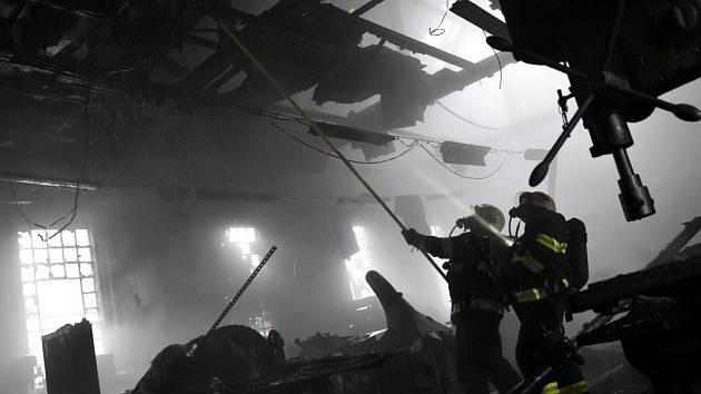 Požár truhlárny v Nejdku.