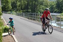 Nový úsek cyklostezky mezi Doubským mostem a Svatošskými skalami.