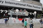 Přípravy na filmový festival pokračují do poslední vteřiny.