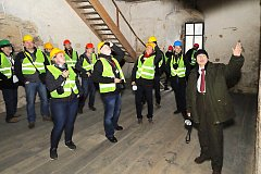 SOUČÁSTÍ programu byla i detailní prohlídka hradu zvenku i zevnitř. A to s odborníky, kteří se na projektu podíleli.