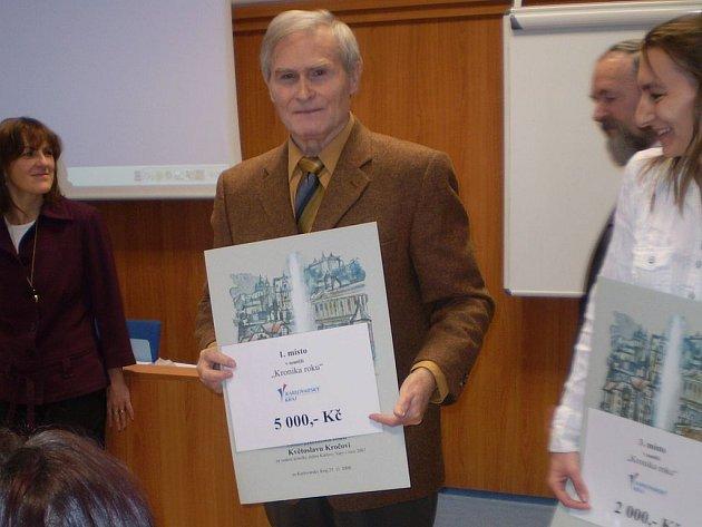 Nejlepší kronika. Historici budou mít jednou z práce Květoslava Kroči (na snímku) radost. Jeho karlovarská kronika za rok 2007 je totiž nejlepší v Karlovarském kraji.