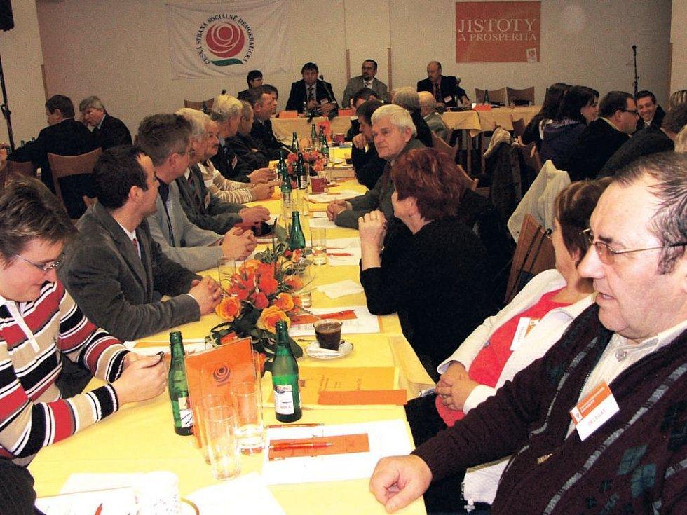 Krajská konference ČSSD se v neděli 4. ledna odpoledne konala v Novém Sedle. Delegáti volili v tajném hlasování nové vedení strany v Karlovarském kraji. Zároveň diskutovali o problémech v krajské nemocnici.