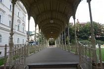 Sadová kolonáda je jednou z pěti hlavních kolonád v Karlových Varech.