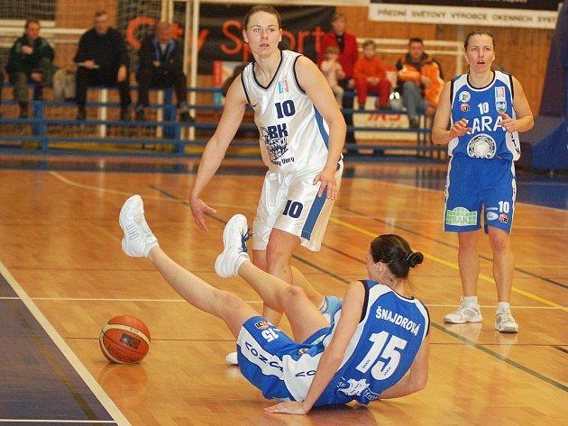 DRUHÉ. Stříbrnou příčku obsadily basketbalistky Lokomotivy Karlovy Vary ve Středoevropské lize v Banské Bystrici.