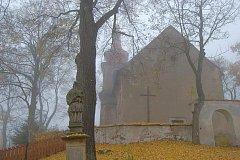ODTUD, od kostela sv. Jiljí, se vydáte na výlet na Chlumskou horu.