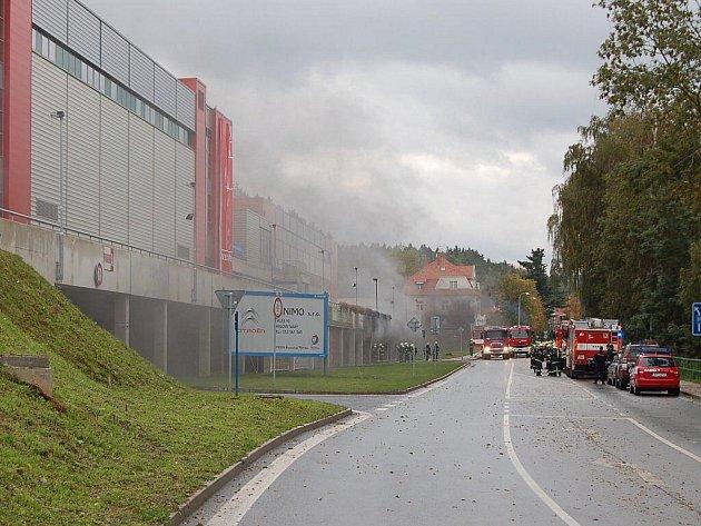 Před startem Mistrovství světa v basketbalu žen v karlovarské multifunkční KV Areně začaly hořet podzemní garáže. Mistrovství by nemělo být ohroženo
