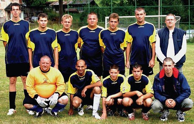 Poslední společné focení si mohli vychutnat fotbalisté Javoru Bražec na letním turnaji v Děpoltovicích. Úsměv na jejich tváři teď vystřídal velký smutek.