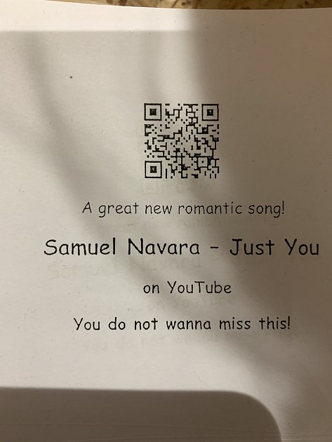 Mladý zpěvák se prezentuje ina Youtube.