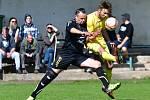 Dalovice (ve žlutém) v domácím prostředí porazily 2:0 Děpoltovice (v černém).