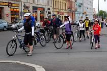 VYRAZIT NA KOLE do lázeňského města se bez všude využívaných cyklopruhů dá jen těžko. Karlovy Vary mají na svém území jen dva o délce necelých 400 metrů.