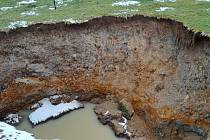 V Božičanech se propadá půda.