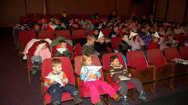 V Kyselce si studenti karlovarské zdravotnické školy připravili program pro děti z okolních mateřinek.