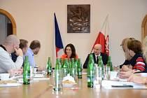 Setkání vedení města Karlovy Vary se starosty 15 obcí. Foto mmkv
