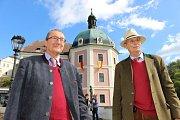 Po dlouhých třiasedmdesáti letech se bratři z rodu Beaufort-Spontin vrátili. Christian Friedrich Walter a jeho starší bratr Friedrich Christian Albrecht jsou potomci posledních majitelů hradu a zámku Bečov.