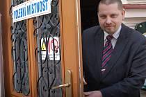 Volební místnost v karlovarském lázeňském obvodu zaznamenala rekord v počtu voličů s jiným bydlištěm, než v regionu.
