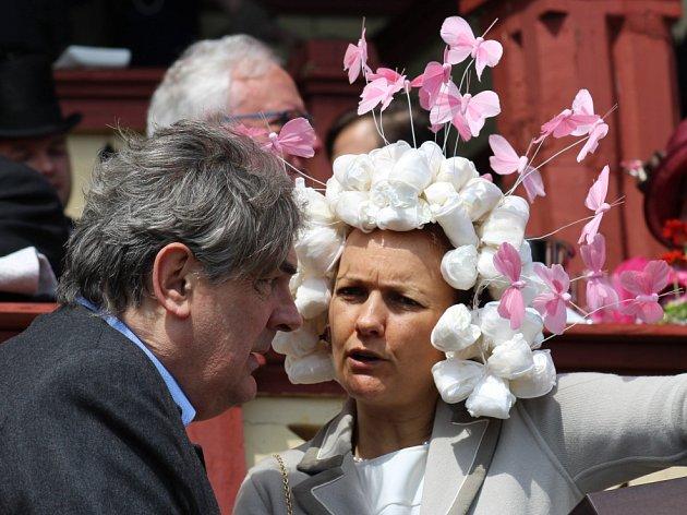 Jubilejní 20. ročník setkání šlechty v Karlových Varech a dostihový den s klobouky na závodišti.