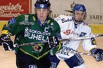 Kapitán Energie Václav Skuhravý (v zeleném) bude ve Švédsku reprezentovat Českou republiku. Zahraje si i s největší českou hokejovou hvězdou Jaromírem Jágrem.