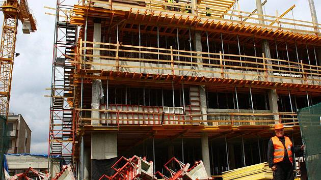 Stavba pavilonu urgentní medicíny v karlovarské nemocnici