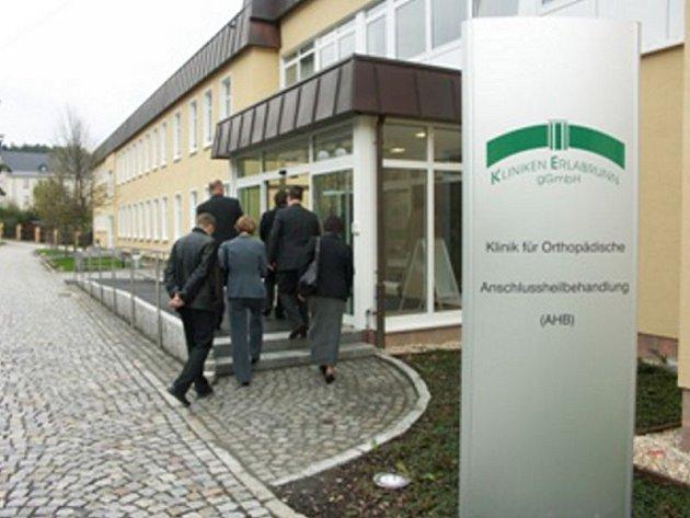 Ostrovská nemocnice navázala partnerství s klinikou Erlabrunn, která sídlí v německém Sasku. Čeští i němečtí pacienti by tak mohli využívat služeb obou nemocnic.