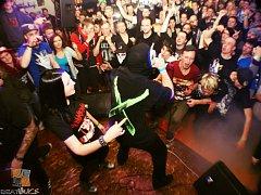 Na rapera Řezníka se do klubu přišlo podívat přes dvě stovky fanoušků.