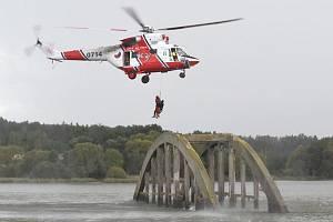 Hasiči zachraňovali osoby, naštěstí jen cvičně