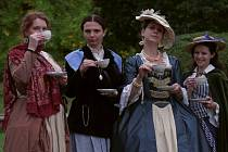Křehké dámy se věnovaly okultismu, klevetění i manipulaci se svými protějšky.