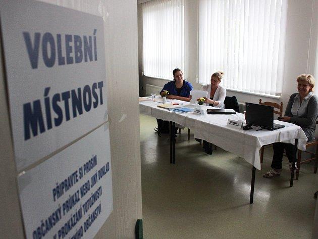 V mnoha volebních místnostech, například i v Bražci, byla frekvence voličů velmi nízká.